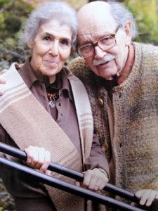 Cécile Reims et Fred Deux, photographiés par Yves Géant, en novembre 2008, devant la Halle Saint-Pierre, à Paris